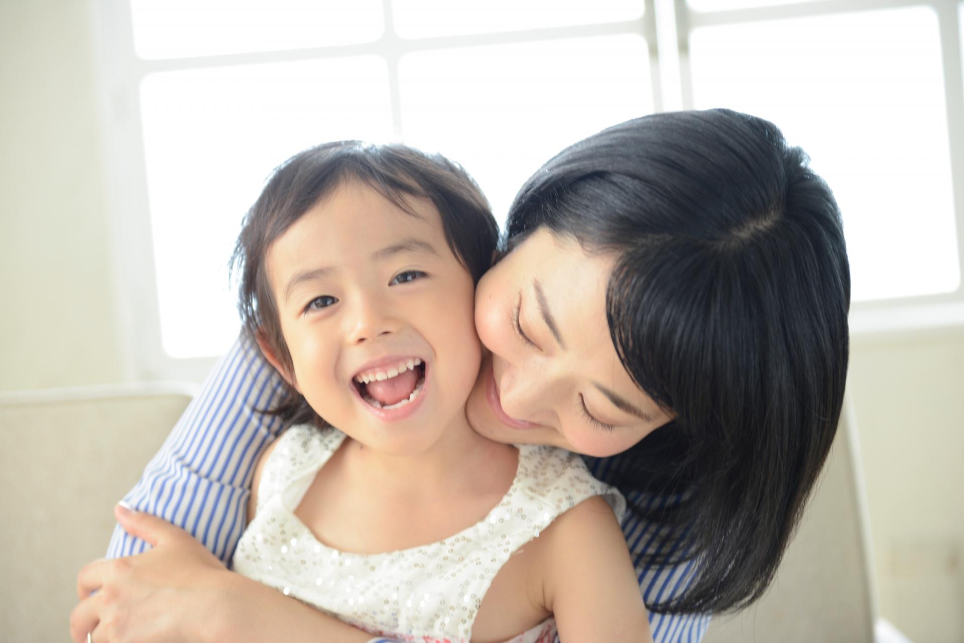 母と子 抱っこ