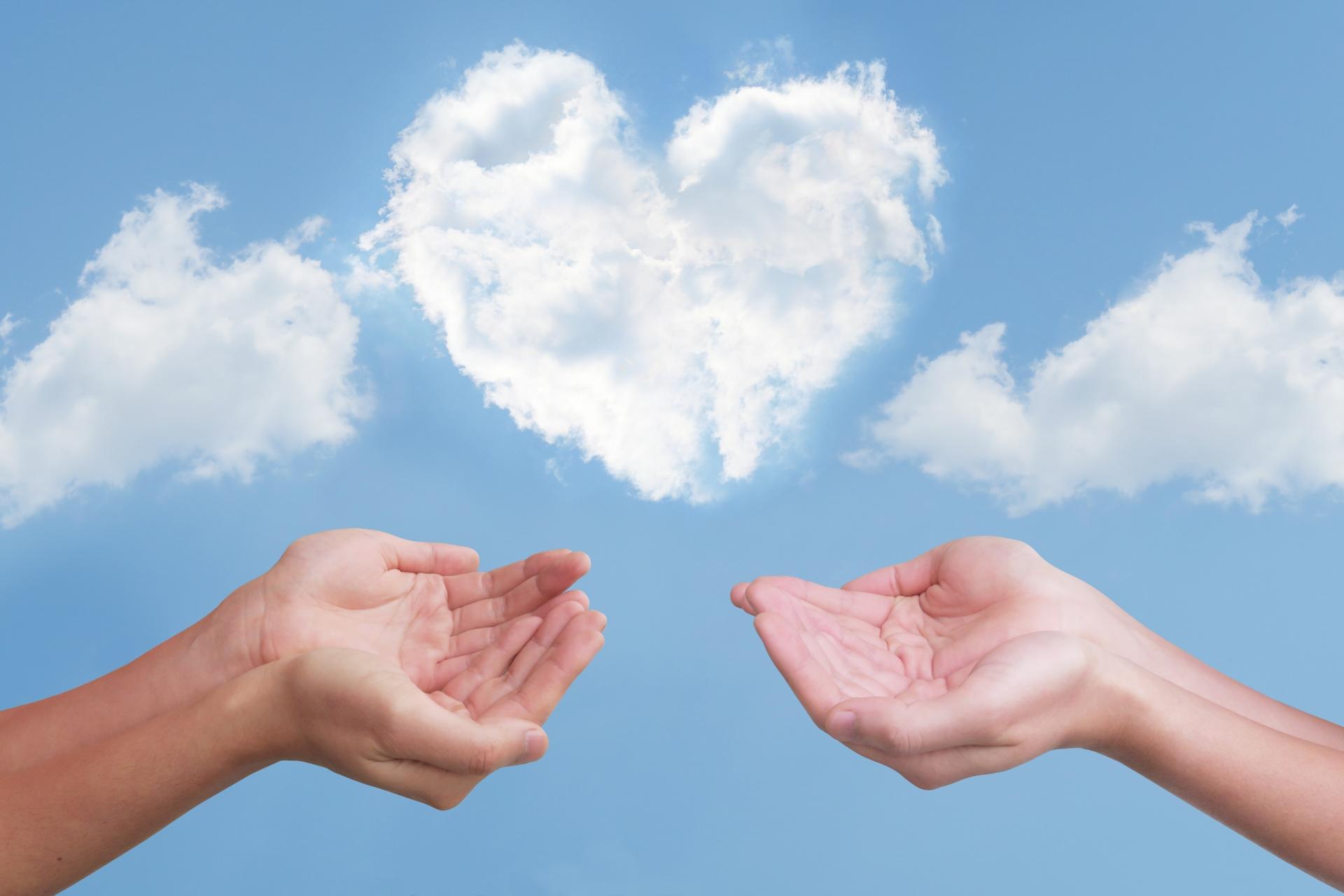 ハート雲と2人のすくう手